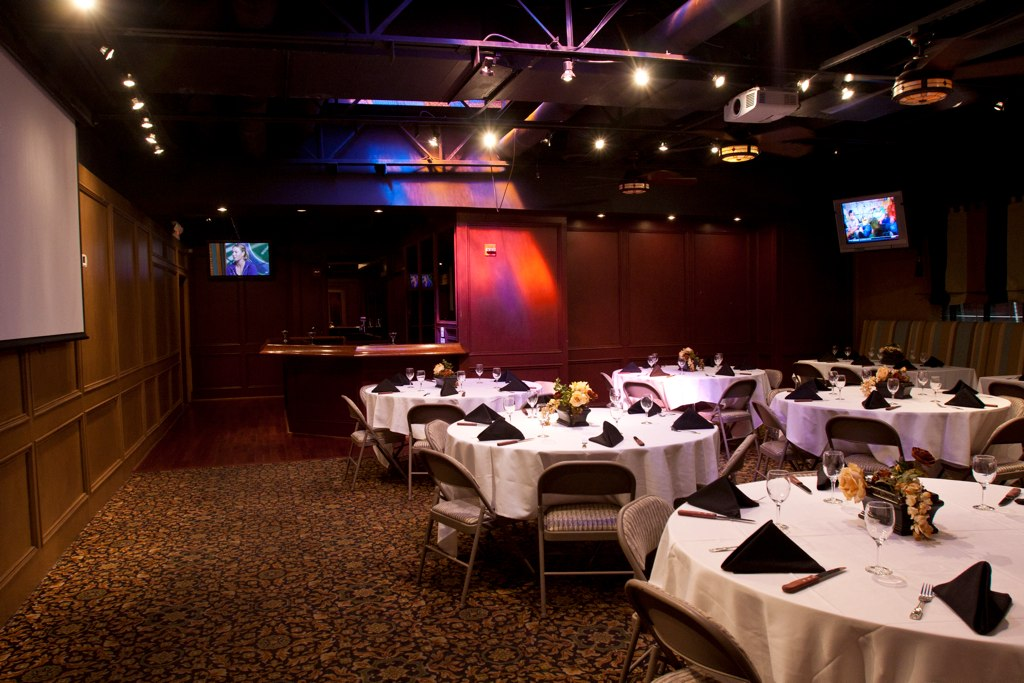 banquet-room-from-dessert-table-corner